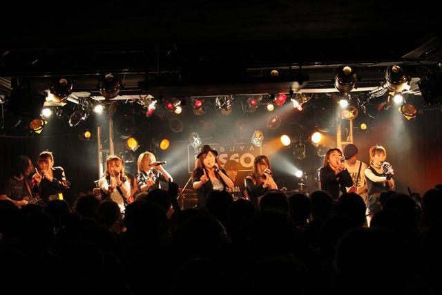 CANDY GO!GO!流のロックスタイルを宣戦布告!!    生バンドを従え女豹のような挑発的なステージングを見せた、熱狂の一夜!!