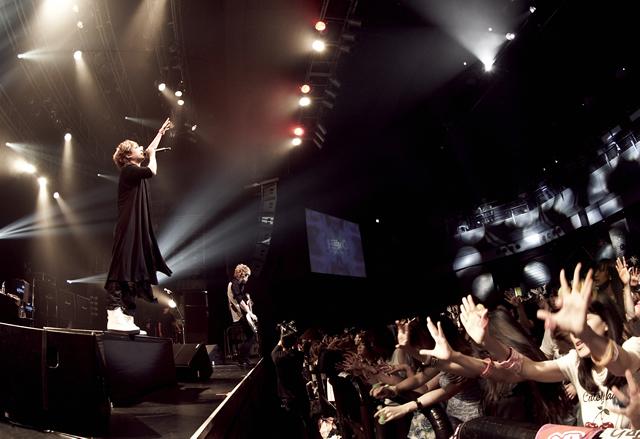 HEROがセミファイナル公演を、TSUTAYA O-EASTで満員の観客を集めて実施!!  大きな声で騒ごうや!!光る指輪を手にした大明神たちが騒ぎ続けた、熱狂の一夜!!