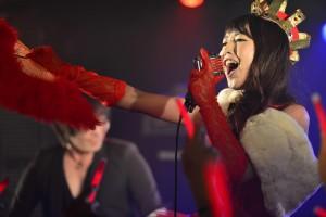 七日間に渡りガールズアーティストたちが100人以上集結したイベント「tkmk爆女祭」。一週間ぶっ続けての初日がスタート!!  「Caramelが同じ曲を連続6回演奏など、初日から常識をぶち壊した展開も登場!!|Myuu♪