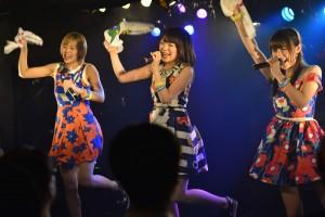 「tkmk爆女祭」2日女(目)は、キュートな小悪魔たちが魔性な熱狂?!へ導きいれた一夜!Caramelのステージでは、まなみのりさとの祭りあげたコラボレートも!!|Myuu♪
