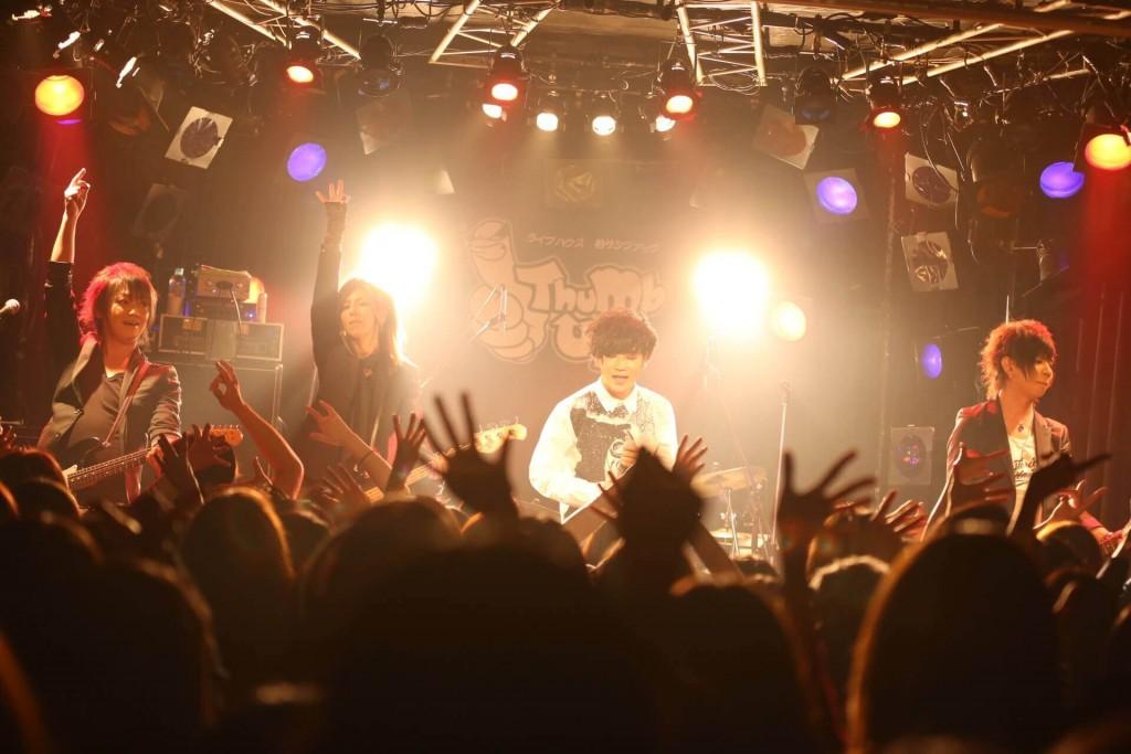 HeaRtの「同窓会」ライブが満員御礼!!。熱狂をもっと濃く味わいたくて、3月に「二次会」ワンマンを行うことを発表!!|Myuu♪
