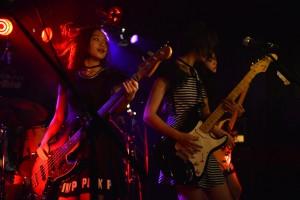 「tkmk爆女祭」最終日と10代の未来をになうバンドがゾクゾク登場!!可愛い表情こそ、ヤベェって熱気の裏返し!!。そして,CaramelとCREAのライブが描いた熱狂の宴。「己の本能に従え」。それが「tkmk爆女祭」唯一のルール!!|Myuu♪