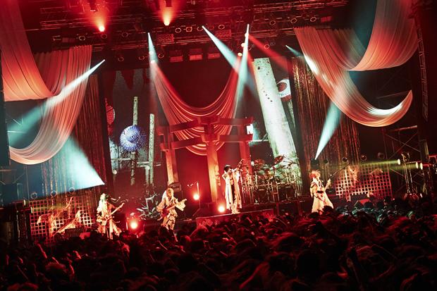 己龍、Zepp Tokyoを埋め尽くしたファンたちの前で、最新シングル『彩』の発売と次の単独巡業「彩 霞 蓋 世」を発表。|Myuu♪