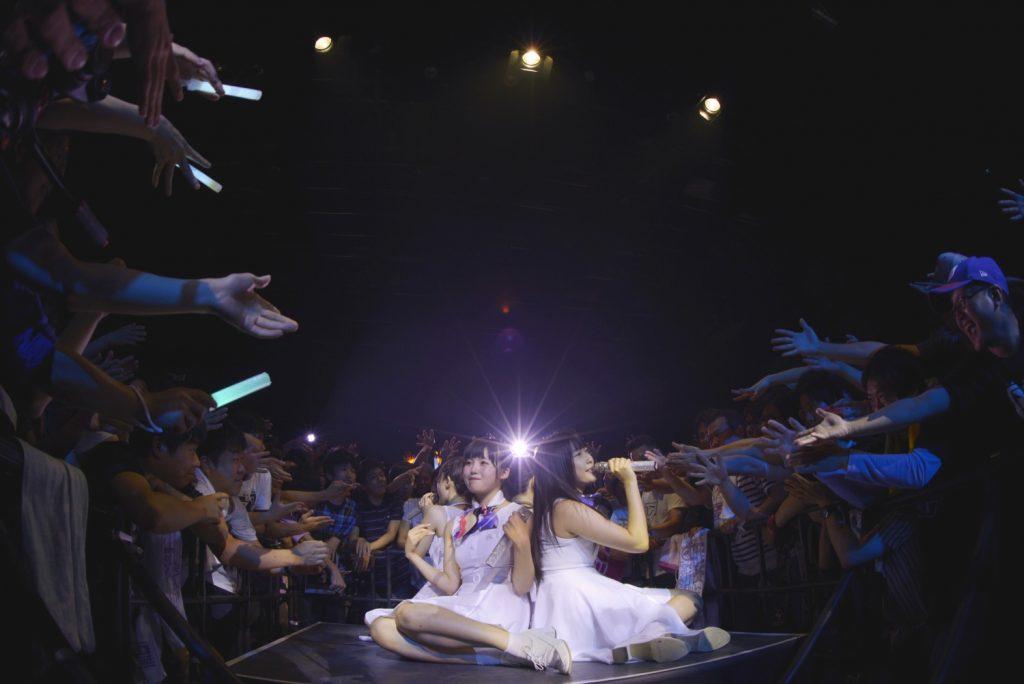 劇や映像、ドラムやDJなどのソロパフォーマンスを通し、4人の個性が爆発!! ミライスカート、大勢の観客詰めかけた大阪BIGCATで熱狂一体化したワンマンライブを実施!!