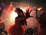 「叫べ!爆女祭 Vol.2」2日目!!何かが覚醒しそう。逢瀬アキラが客席へ不可抗力のダイブを行なえば、CREAと観客達が絶叫の拳を交わしあっていた。これぞ「爆女祭HIGH」?!