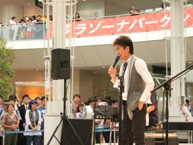 DEENがスクールメイツ風ダンサー従え生ライヴ!初披露の新曲「千回恋心!」で5,000人が熱狂ダンス!
