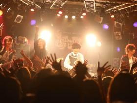 HeaRtの「同窓会」ライブが満員御礼!!。熱狂をもっと濃く味わいたくて、3月に「二次会」ワンマンを行うことを発表!! Myuu♪
